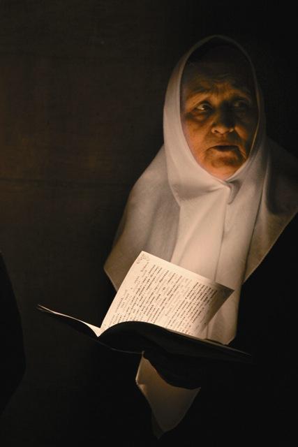 Певчая у гробницы святой Людмилы