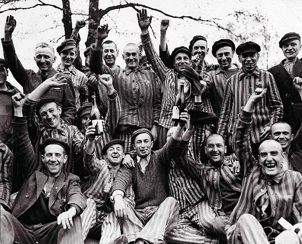 Трудно представить, чего стоило узникам Дахау и других нацистских лагерей просто оставаться людьми. А они еще находили в себе силы для борьбы!