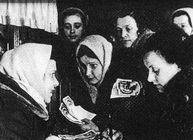 В приходах собирали средства на нужды обороны, подарки бойцам, содержание раненых и сирот в детских домах.