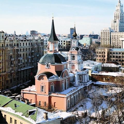 Храм этот уникальный, таких больше нет в Москве, ведь он строился по рисунку самого Петра I