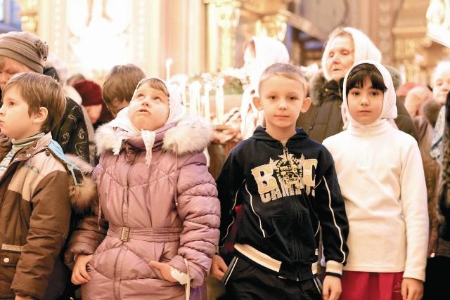 Вот уже несколько лет обитель осуществляет духовное окормление детей-сирот из коррекционной школы-интерната № 62, которые являются здесь частыми гостями