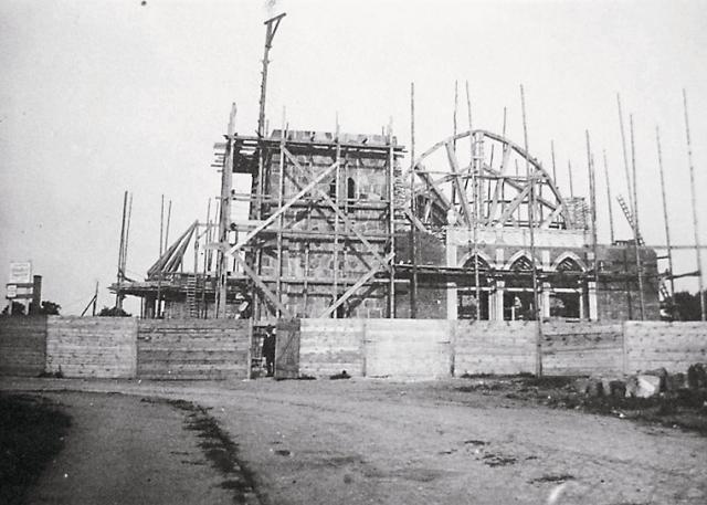 В 1914 году в предместье Розентау началось cтроительство кирхи