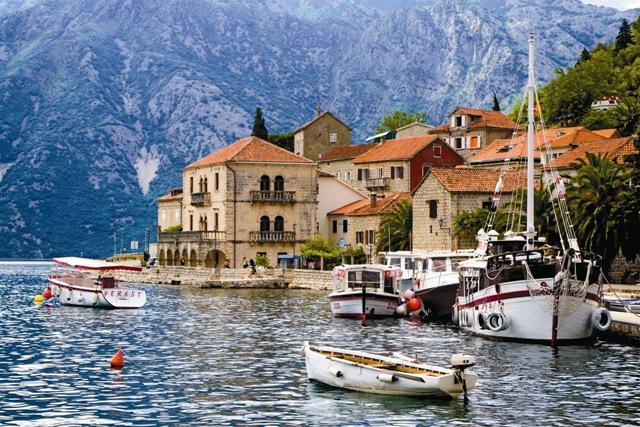 Название Черногория впервые упоминается вхрониках в1296 году, но поселения тут появились еще вантичные времена