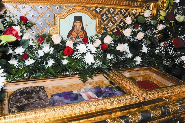 Мощи святителя Игнатия Брянчанинова Осенью и зимой находятся в Крестовоздвиженском храме, летом переносятся в Введенский собор.