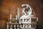 Убийство святой Людмилы. Скульптура из каррарского мрамора работы чешского скульптора Эмануэля Макса в часовне святой Людмилы собора святого Вита