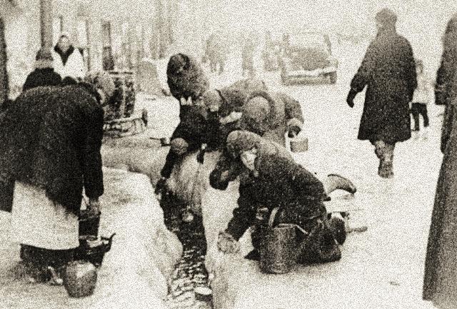 Во время Великой Отечественной войны здесь находился склад. Часовню обнесли фанерной стеной, которая вскоре была вся исписана прошениями к Божьей заступнице.