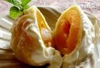 Кнедли с абрикосами под ванильным соусом