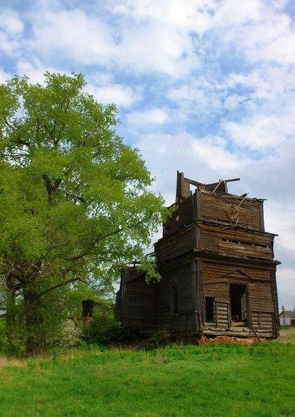 Храм разрушают люди и природа. Он может не пережит уже это лето